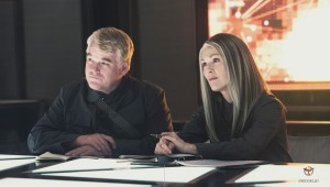 Mockingjay-Part-1-Phillip-Seymour-Hoffman-and-Julianne-Moore-1024x581